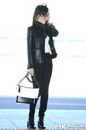 102-BLACKPINK-Jennie-Airport-Photos-Incheon-to-France-Paris-Fashion-Week