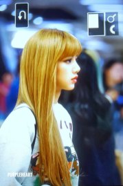 11-BLACKPINK-Lisa-Airport-Photo-Gimpo-19-September-2018