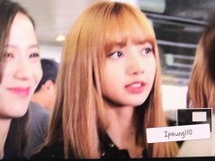 11-BLACKPINK-Lisa-JFK-Airport-Photo-New-York-City