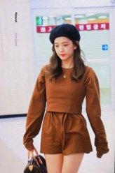 12-BLACKPINK-Jisoo-Airport-Photo-Gimpo-19-September-2018-hat