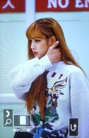 12-BLACKPINK-Lisa-Airport-Photo-Gimpo-19-September-2018