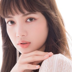 12-BLACKPINK-Lisa-CRUUM-Japan-Contact-Lens-Commercial