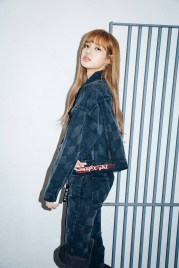 13-BLACKPINK Lisa X-girl Japan Nonagon Collaboration