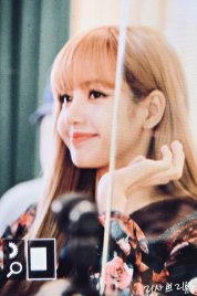 14-BLACKPINK-Lisa-Moonshot-Yoo-In-Na-Product-Launch-Event-Myeongdong