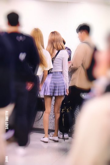 14-BLACKPINK Rose Airport Photo 17 September 2018 Gimpo to Japan
