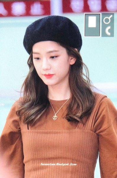 15-BLACKPINK-Jisoo-Airport-Photo-Gimpo-19-September-2018-hat