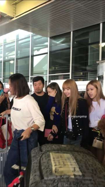 15-BLACKPINK Jisoo Rose Lisa JFK Airport Photo New York City