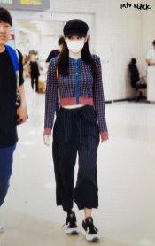 16-BLACKPINK-Jennie-Airport-Photo-Gimpo-19-September-2018-hat