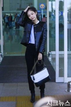 16-BLACKPINK-Jennie-Airport-Photos-Incheon-to-France-Paris-Fashion-Week