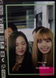 18-BLACKPINK Jisoo Rose Lisa JFK Airport Photo New York City