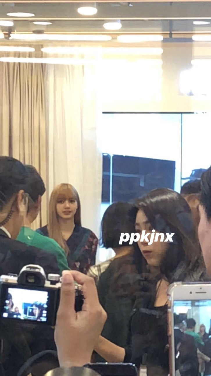 19-BLACKPINK Lisa Moonshot Yoo In Na Product Launch Event Myeongdong