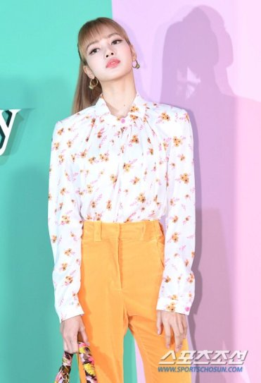 19 BLACKPINK Lisa Mulberry Seoul Event 6 September 2018