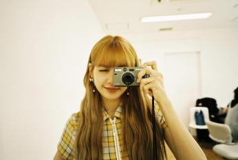 2. BLACKPINK Lisa Instagram Photo 3 September 2018 camera