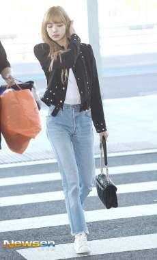 21-BLACKPINK Lisa Airport Photo Incheon New York Fashion Week