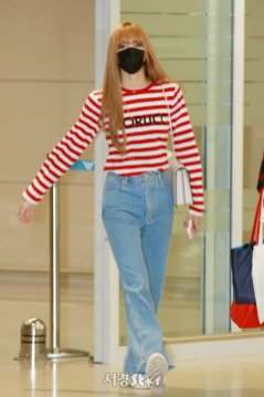 21-BLACKPINK Lisa Airport Photo Incheon Seoul From New York