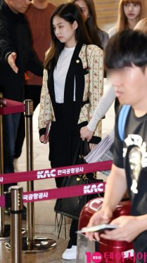 22-BLACKPINK Jennie Airport Photo 17 September 2018 Gimpo to Japan