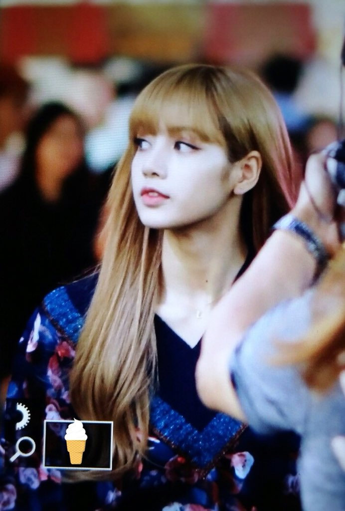 25-BLACKPINK Lisa Moonshot Yoo In Na Product Launch Event
