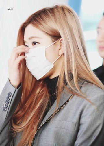 25-BLACKPINK Rose Airport Photo Incheon Seoul From New York