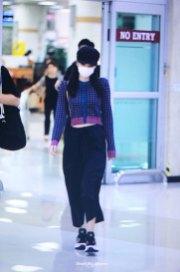 26-BLACKPINK-Jennie-Airport-Photo-Gimpo-19-September-2018-hat