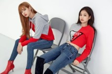 3-BLACKPINK-GUESS-Lotte-Wherever-GUESS