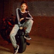 3-BLACKPINK-Jennie-Adidas-Originals-Falcon