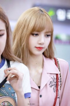 3-BLACKPINK-Lisa-Airport-Photo-31-August-2018-Gimpo