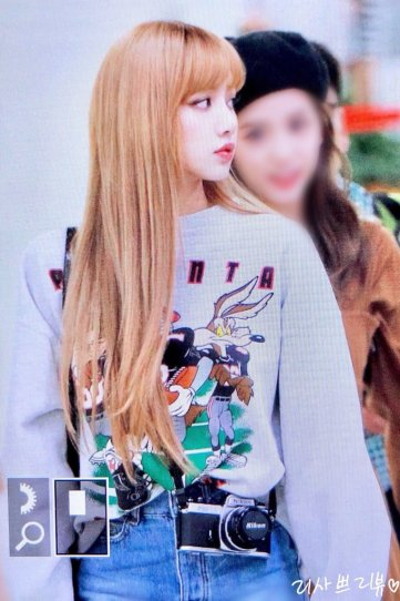 3-BLACKPINK-Lisa-Airport-Photo-Gimpo-19-September-2018