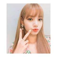 3-BLACKPINK-Lisa-nail-art-nailtam2na