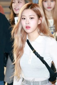 32-BLACKPINK Rose Airport Photo 17 September 2018 Gimpo to Japan