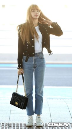 33-BLACKPINK Lisa Airport Photo Incheon New York Fashion Week