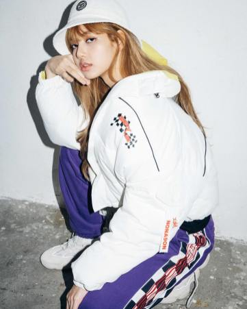 4-BLACKPINK Lisa X-girl Japan Nonagon Collaboration