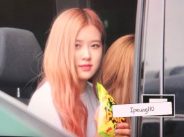 4-BLACKPINK-Rose-JFK-Airport-Photo-New-York-City