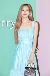 4-BLACKPINK-Rose-Mulberry-Event-Seoul-6-September-2018