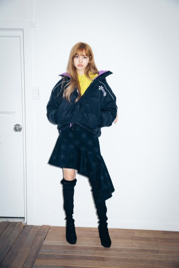 43-BLACKPINK Lisa X-girl Japan Nonagon Collaboration
