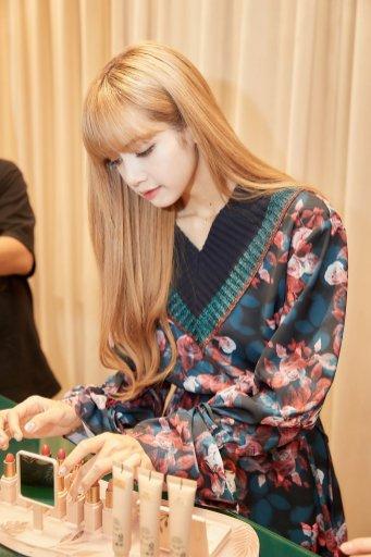 45-BLACKPINK-Lisa-Moonshot-Yoo-In-Na-Product-Launch-Event-Myeongdong