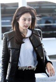 48-BLACKPINK-Jennie-Airport-Photos-Incheon-to-France-Paris-Fashion-Week