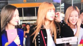 5-BLACKPINK-Jisoo-Rose-Lisa-JFK-Airport-Photo-New-York-City