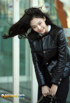 52-BLACKPINK-Jennie-Airport-Photos-Incheon-to-France-Paris-Fashion-Week