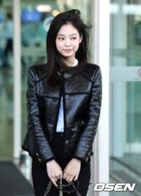 56-BLACKPINK-Jennie-Airport-Photos-Incheon-to-France-Paris-Fashion-Week