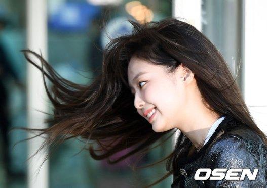 58-BLACKPINK-Jennie-Airport-Photos-Incheon-to-France-Paris-Fashion-Week