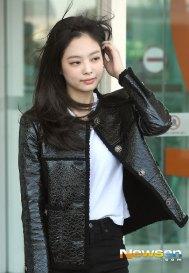 62-BLACKPINK-Jennie-Airport-Photos-Incheon-to-France-Paris-Fashion-Week