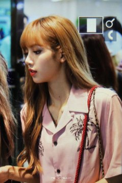 7-BLACKPINK-Lisa-Airport-Photo-31-August-2018-Gimpo