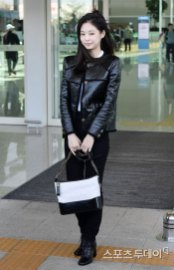 73-BLACKPINK-Jennie-Airport-Photos-Incheon-to-France-Paris-Fashion-Week