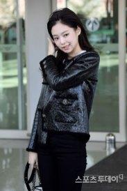 78-BLACKPINK-Jennie-Airport-Photos-Incheon-to-France-Paris-Fashion-Week