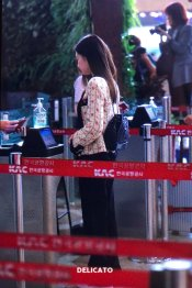 8-BLACKPINK Jennie Airport Photo 17 September 2018 Gimpo to Japan