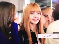 8-BLACKPINK-Lisa-JFK-Airport-Photo-New-York-City