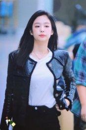 88-BLACKPINK Jennie Airport Photos Incheon to Paris Fashion Week