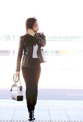 9-BLACKPINK Jennie Airport Photos Incheon to France Paris Fashion Week