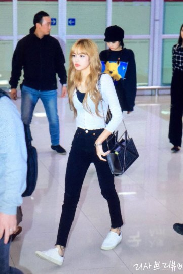 1-BLACKPINK-Lisa-Airport-Photo-10-October-2018-From-Japan