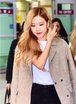 10-BLACKPINK-Rose-Airport-Photo-10-October-2018-From-Japan